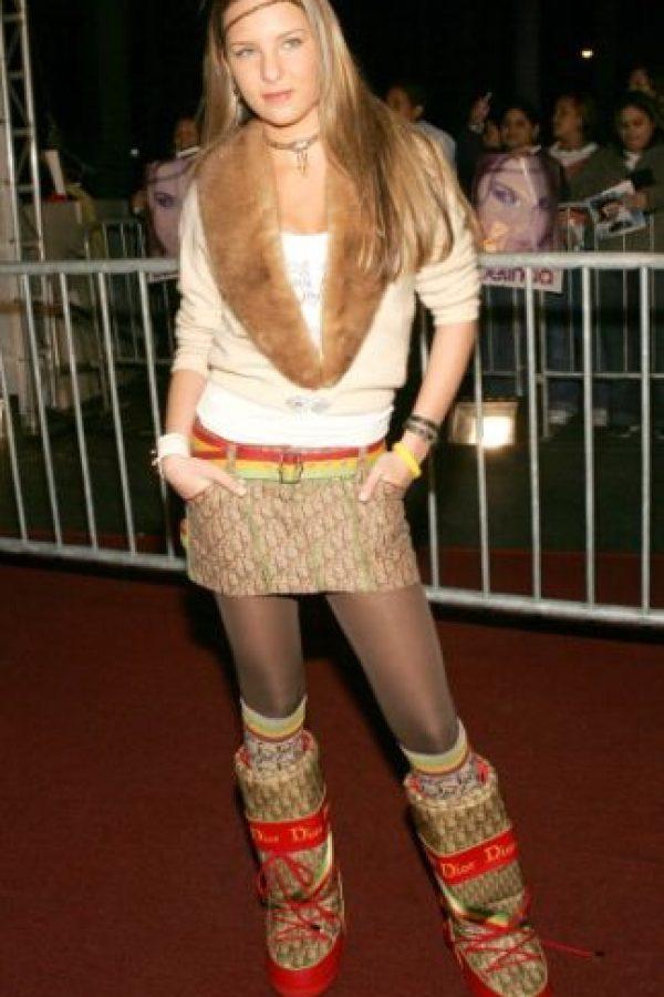 El infame look de 2004-2005: falda con botas rechinantes. Foto:vía Getty Images