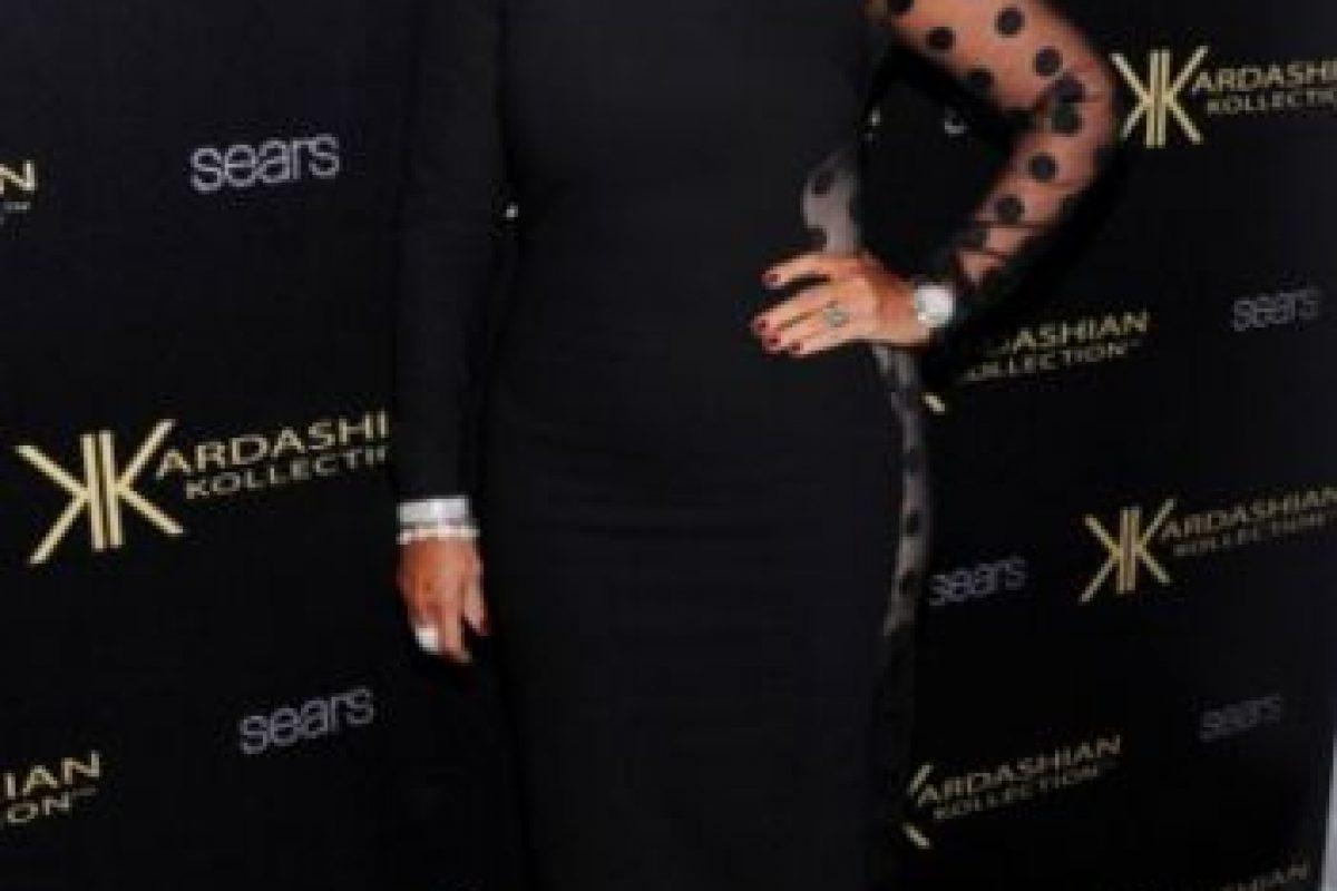 """Pero un año antes, su madre lució la misma prenda en la presentación de la línea de ropa """"Kardashian Kollection"""" Foto:Getty Images"""
