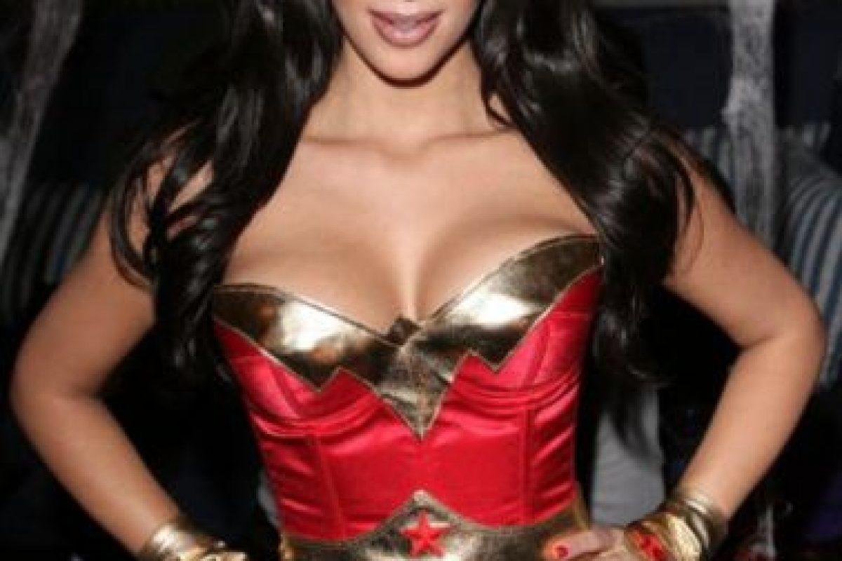 """En 2008, la protagonista de """"Keeping Up with the Kardashian"""" lució este disfraz de """"Wonder Woman"""" Foto:vía instagram.com/kimkardashian"""