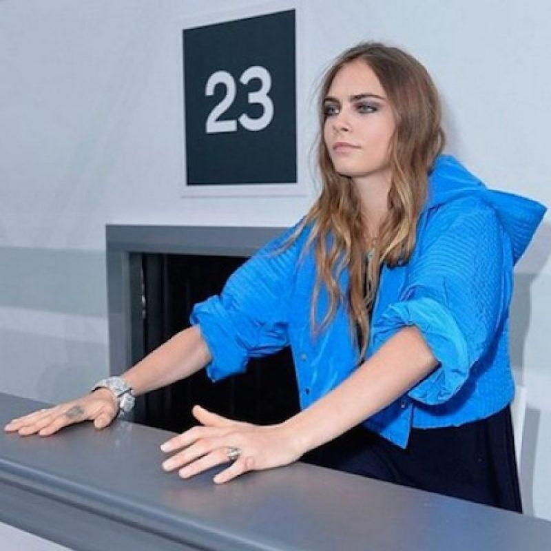 Cara Delevingne asistió al Paris Fashion Week en compañía de su novia St. Vincent Foto:Instagram/CaraDelevingne