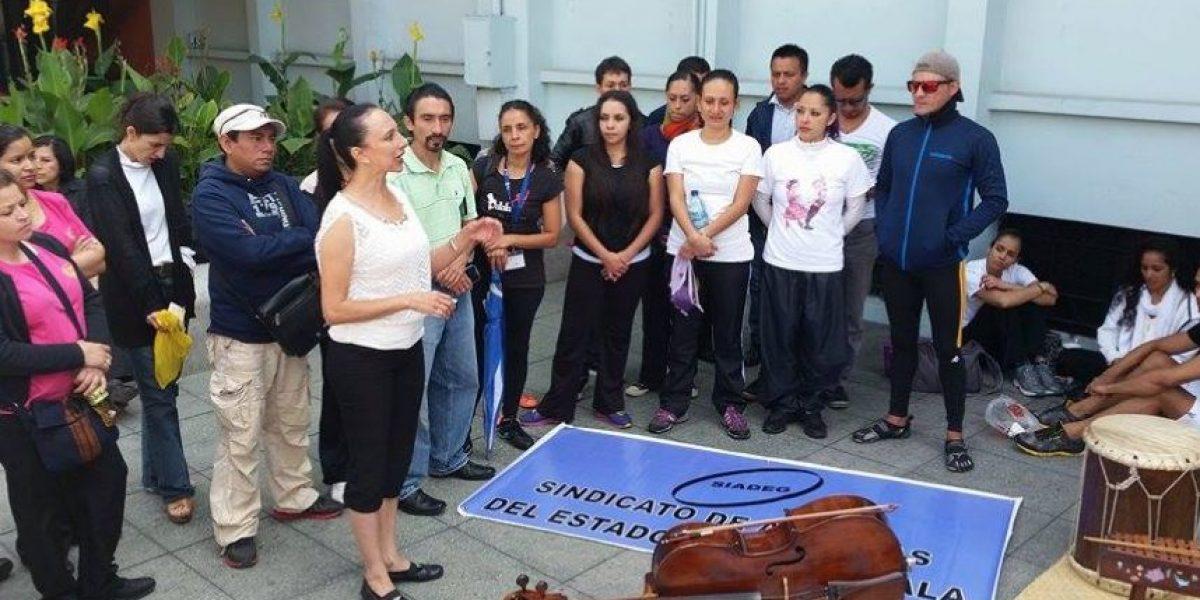 El Sindicato de Artistas del Estado de Guatemala ejerce presión frente a la CC