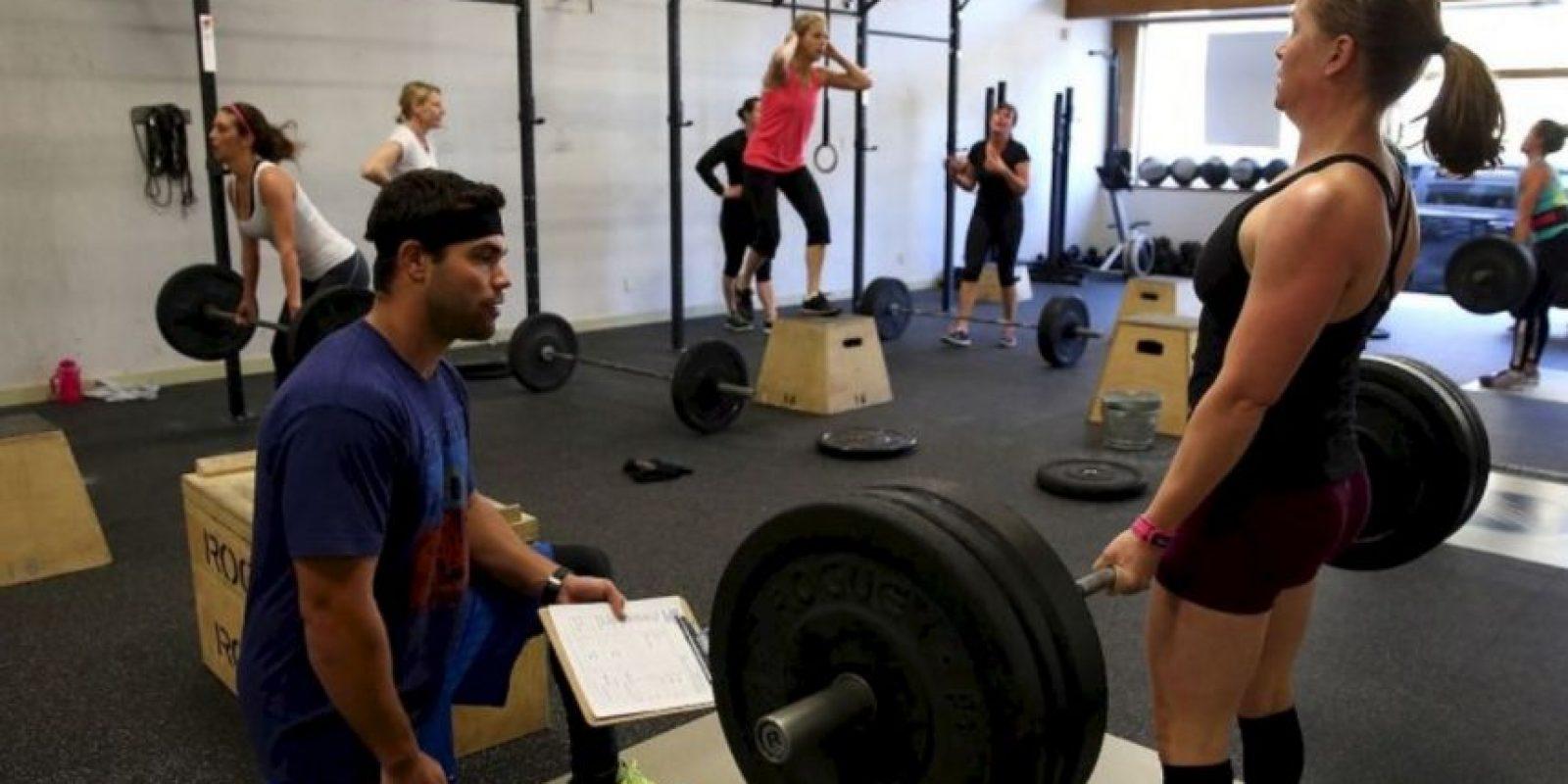 5- Posteen en Facebook si alguien quiere ser su compañero en la actividad física. Si tienen un compañero de trabajo que comparte el objetivo, coordinen un tiempo para ejercitarse juntos. Únanse a un grupo de entrenamiento o creen uno propio. Foto:Getty Images