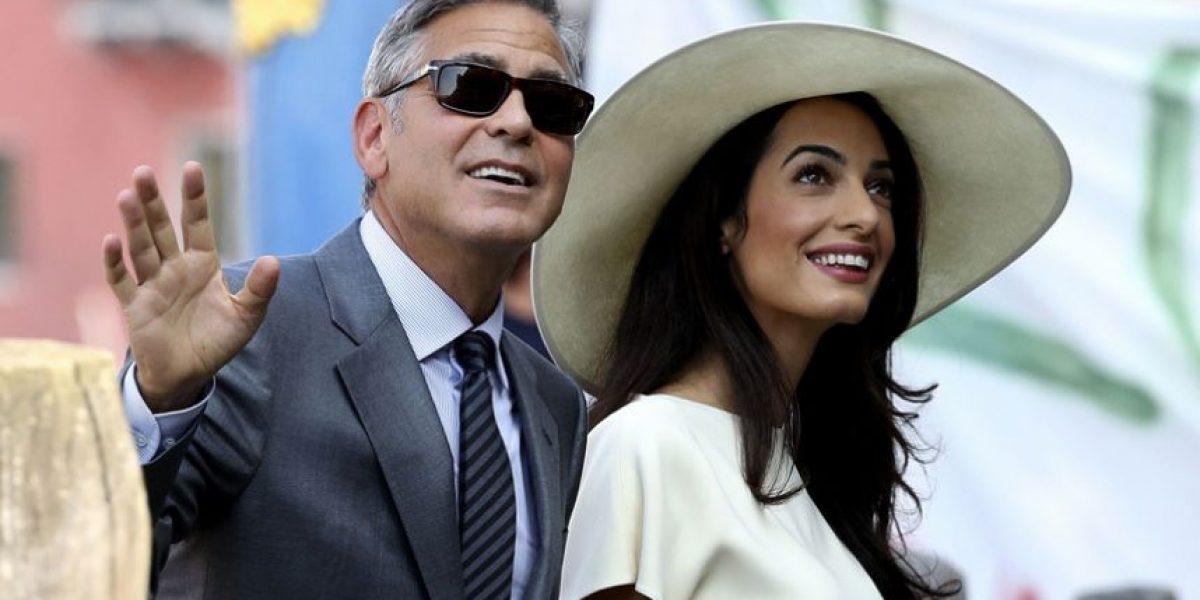 FOTO. Esposa de George Clooney enseña de más durante su primer aniversario de bodas
