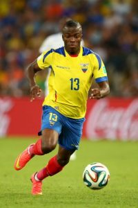 El delantero ecuatoriano del West Ham sufre una lesión en el peroné Foto:Getty Images