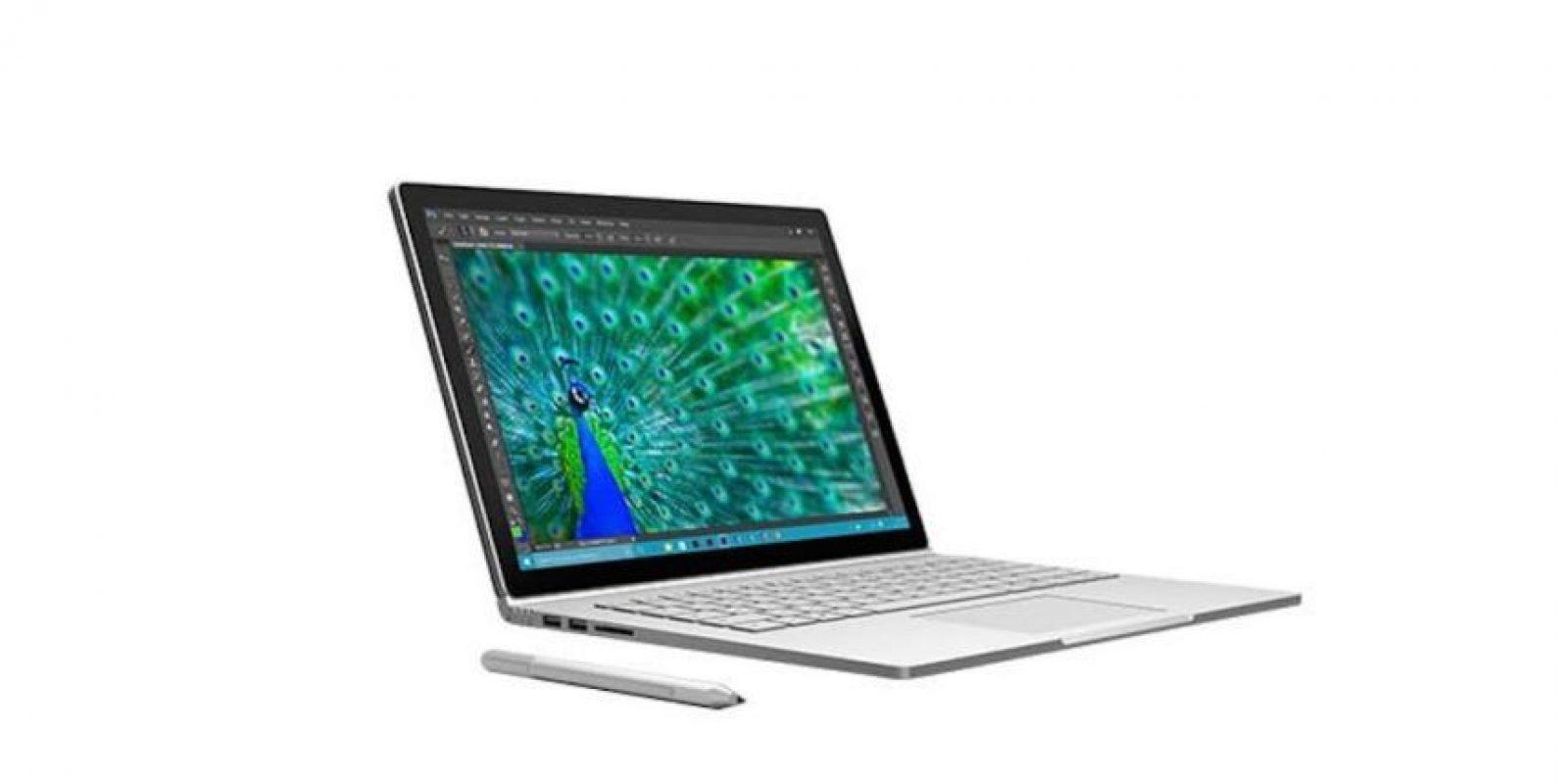 La nueva Surface Book de Microsoft tiene 13.5 pulgadas de pantalla con tecnología PixelSense (reconocimiento de los objetos que tocan la pantalla). Cabe señalar que también puede usarse el Surface Pen, la pluma virtual oficial para Windows. Foto:Microsoft