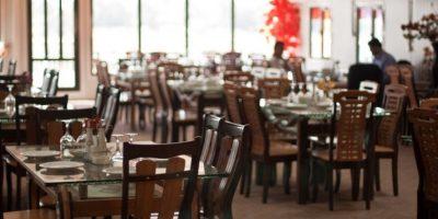 Mujer muere en restaurante y se dan cuenta 7 horas después
