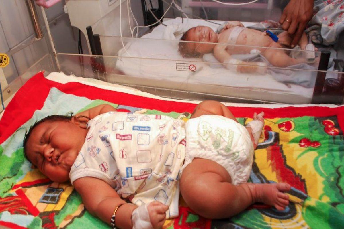 El niño tuvo problemas para respirar, pero ahora está bajo observación. Foto:vía Barcroft Media