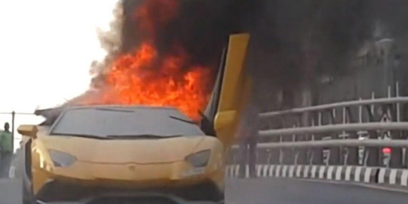 Así fue el momento en el que el lujoso auto se incendió Foto:Vía Youtube