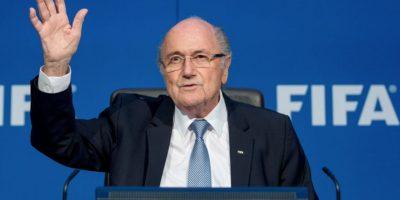Debido a este escándalo, Joseph Blatter renunció a su cargo como presidente de la FIFA, a pocos días de ser reelegido. Foto:Getty Images