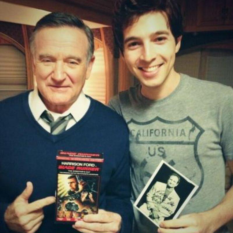 """En 2014 protagonizó junto a Robin Williams como un atribulado buscavidas callejero joven llamado Leo en la película """"Bulevar"""" Foto:Vía twitter.com/robaguire"""