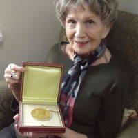 """Se le llamó """"maestra de las historias cortas contemporáneas"""" Foto:NobelPrize.org"""