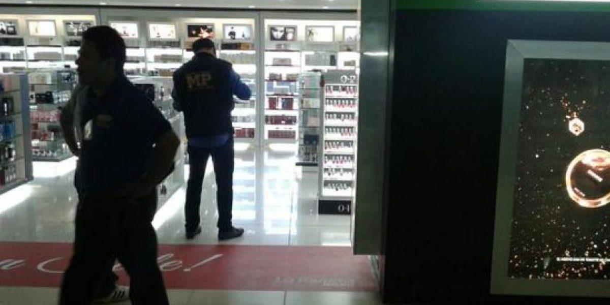 Clausuran tiendas La Riviera en el Aeropuerto Internacional La Aurora