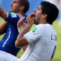 """El uruguayo fue señalado por su """"afición"""" a morder a sus rivales. Foto:Getty Images"""