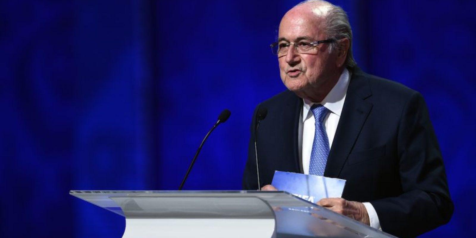Tras los arrestos del 27 de mayo, varios personajes pidieron su renuncia de la presidencia de la FIFA, como François Hollande, presidente de Francia y David Cameron, primer ministro de Inglaterra. Fue reelegido en su cargo por cuatro años más, aunque días después anuncio su renuncia a mediano plazo. Foto:Getty Images
