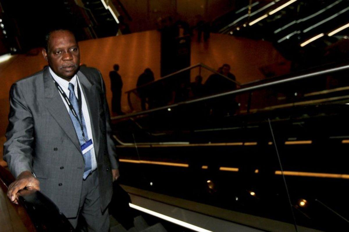 A los 28 años fue designado secretario general de la Federación de Fútbol de Camerún Foto:Getty Images