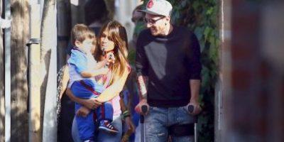 Fotos: Lionel Messi aparece en Barcelona usando muletas