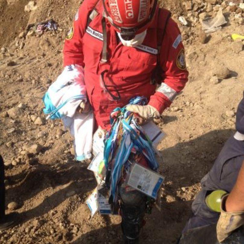 Parte de las pertenencias del seleccionado de squash fueron encontradas por los rescatistas. Foto:CONRED