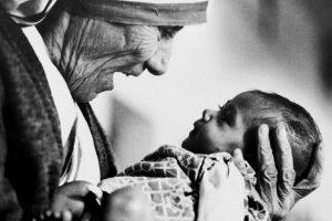 La Madre Teresa de Calcuta fue galardonada en 1979. Foto:AP
