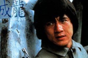Su entrenamiento en la Ópera de Pekín le dieron habilidades que luego explotó en las artes marciales. Nunca tuvo dobles. Y como no quería ser otro Bruce Lee, se dedicó a la comedia.
