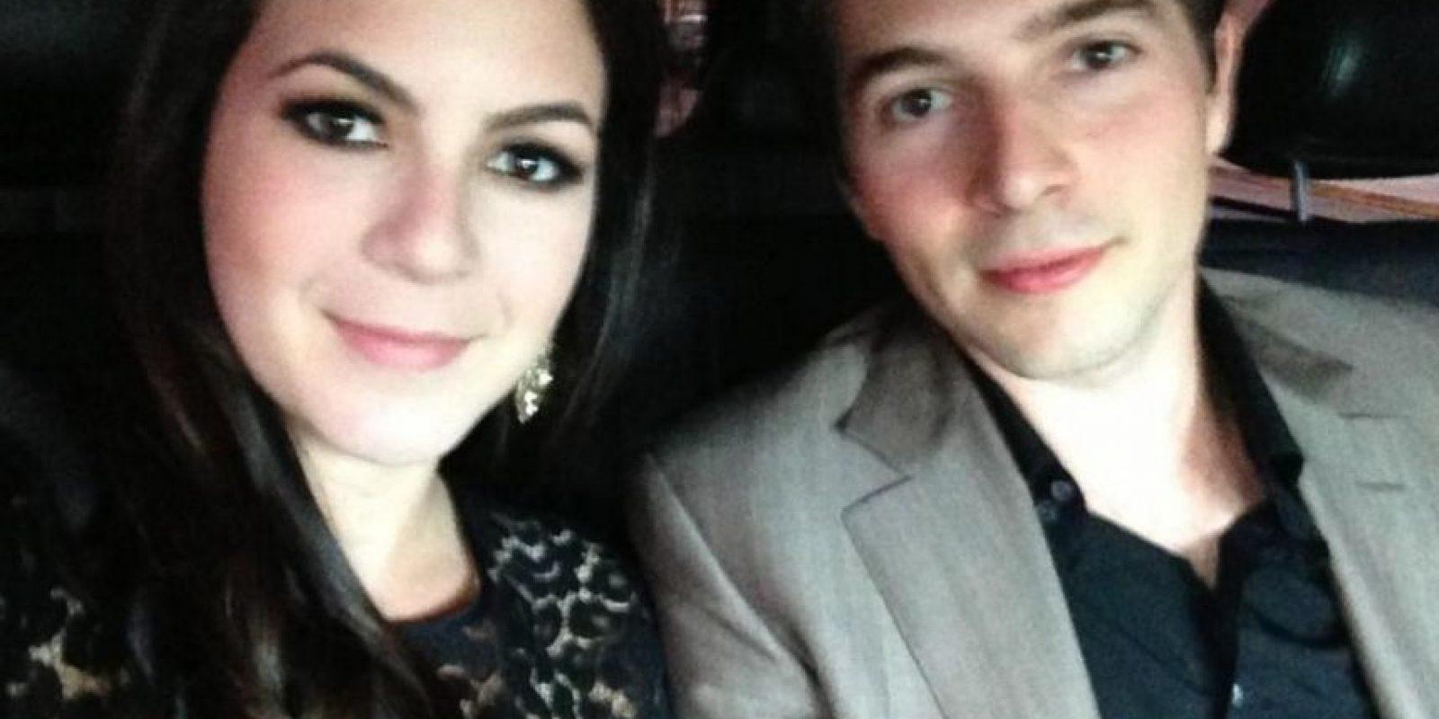 Roberto con su hermana Mónica Foto:Vía twitter.com/robaguire