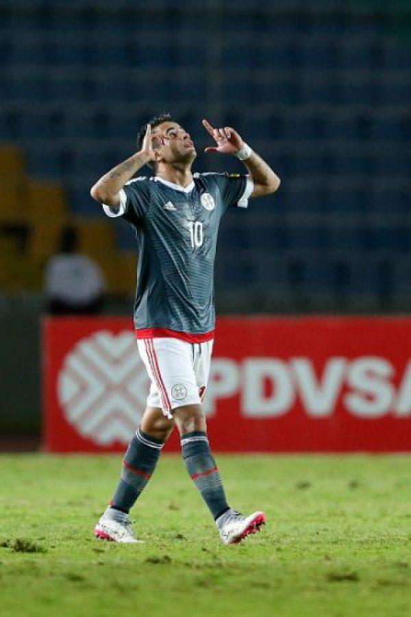 Sabe que es el más talentoso de Paraguay en la actualidad y no se achica. El delantero pelea todas las pelotas, y aprovechó un error de los defensas para marcar el gol de la victoria sobre Venezuela. Foto:Getty Images