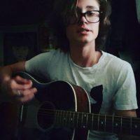 En YouTube e Instagram hay algunos videos de sus canciones. Foto:vía nstagram.com/tristan_lake_leabu