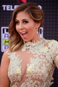 La locutora mexicana Stephanie Himonidis se lució con un vestido de encaje. Foto:Getty Images