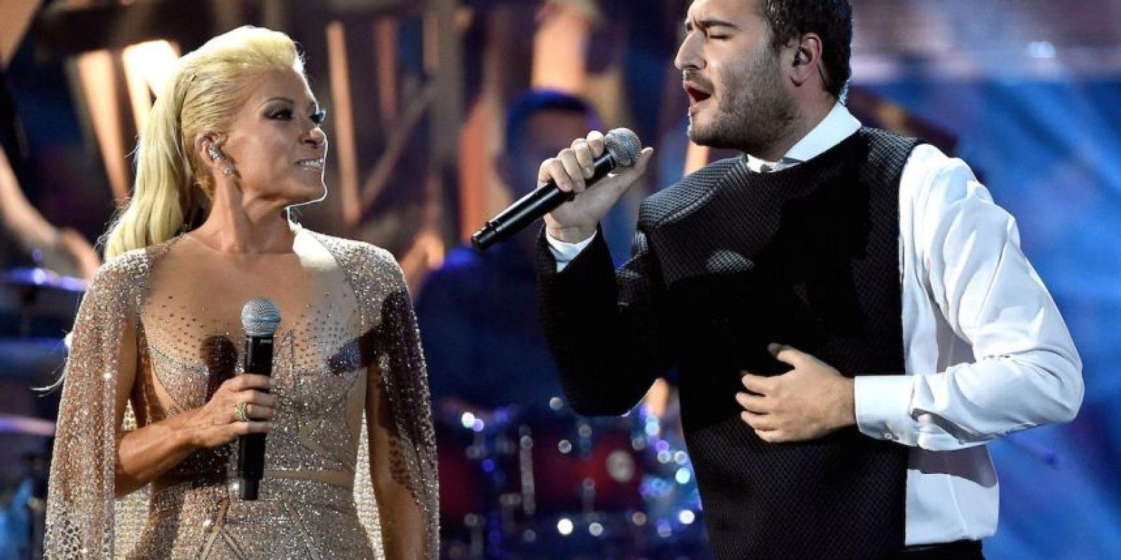 La cantante compartió el escenario con Reik Foto:Getty Images