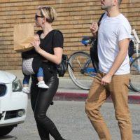 Pero lejos del glamour de Hollywood, en su vida cotidiana, la actriz es una simple madre de familia.