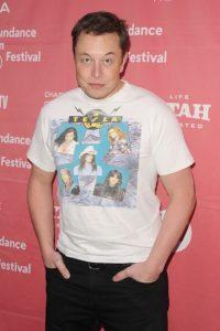 1.- Elon empezó a programar desde pequeño. A los 12 años ya logró vender un videojuego por 500 dólares Foto:Getty Images