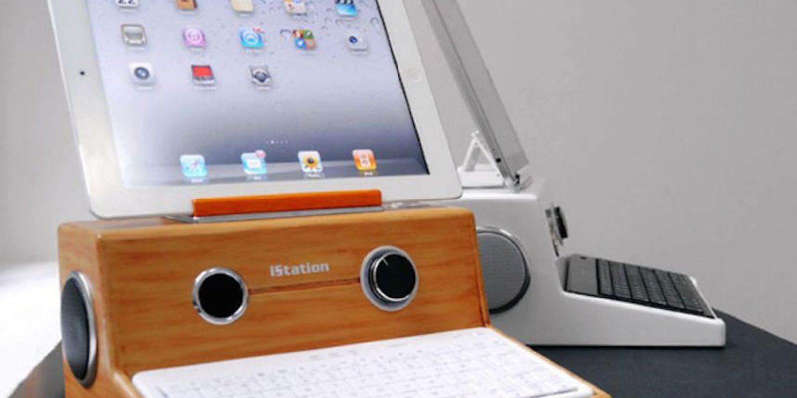 MICGadget inventó un bello teclado que podía convertir a su iPad en un modelo antiguo de Macintosh: una Apple I Foto:MICGadget