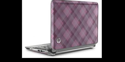Contenía la nueva HP Mini 210 Raspberry con diseño a cuadros rosas, una camiseta, un reloj, unas postales, una funda y una tarjeta para descargar música, todo con la imagen de Bieber Foto:HP