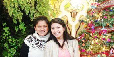 Aquí, con su madre. Foto:Wendy Sulca/Facebook