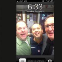 Su profesor le quitó su smartphone y se lo regresó con este fondo de pantalla. Foto:Reddit
