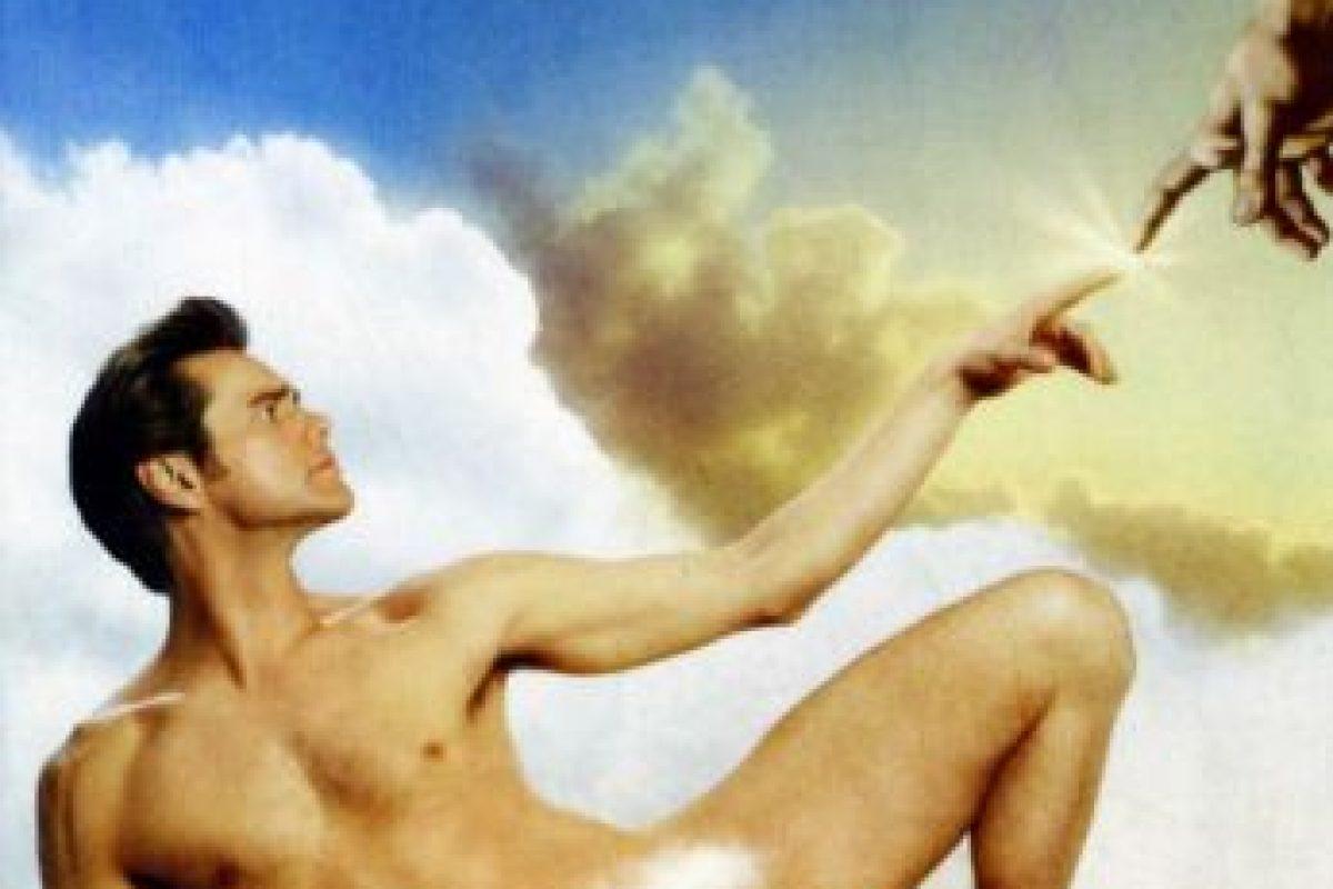 El periodista de TV, Bruce Nolan, furioso, se burla de Dios, y el Todopoderoso le concede todos sus poderes divinos Foto: Universal Pictures