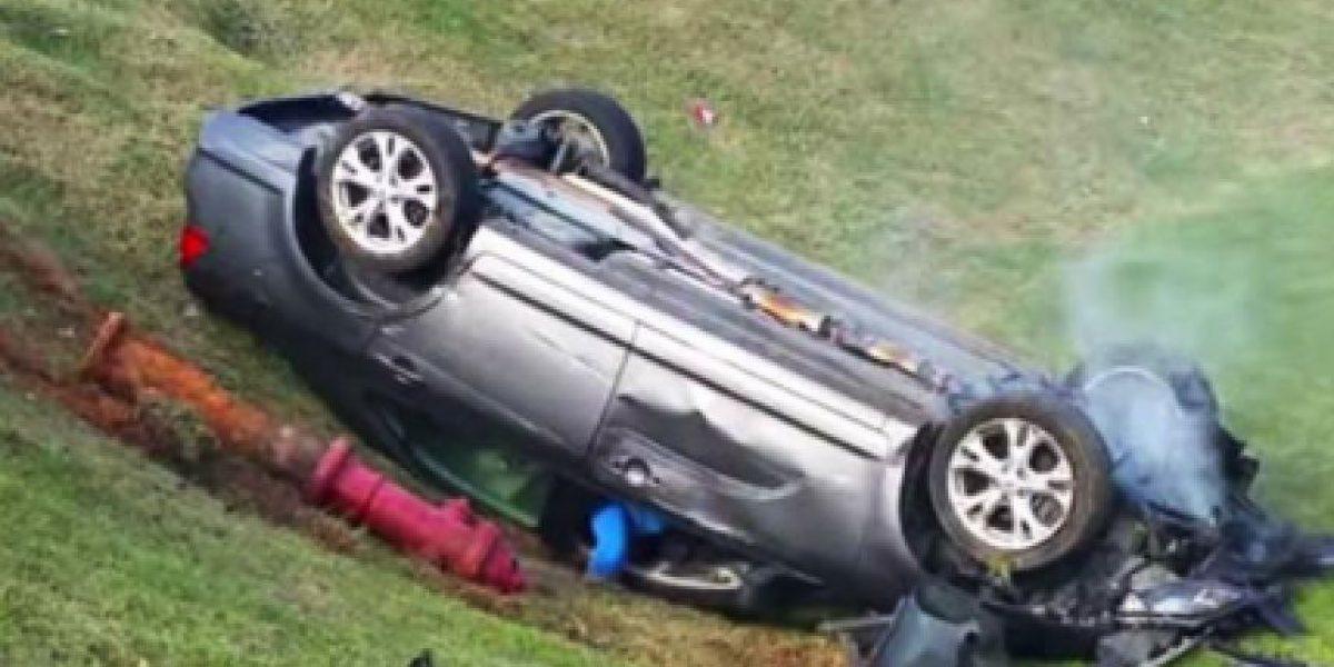 Video: Perdió la cabeza mientras conducía y los policías no podían detenerla
