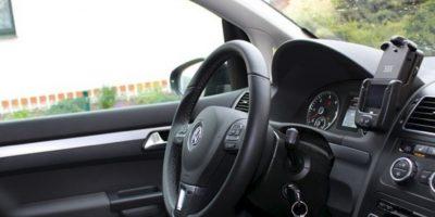Los conductores de más de 45 años suelen distraerse más al recibir mensajes de texto en el celular que otras personas Foto:Pixabay