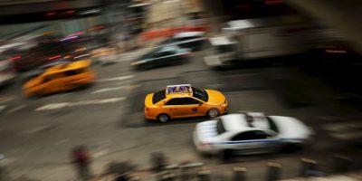 Los científicos han encontrado que los conductores maduros tienen muchas más probabilidades de tener un accidente si observan o contestan mensajes de texto mientras conducen Foto:Getty Images