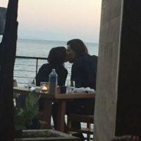La pareja visitó un restaurante con vista al mar en Malibú. Foto:The Grosby Group