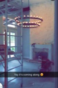 Y se encuentra en la misma zona de Los Ángeles, donde viven sus hermanas Khloé y Kourtney. Foto:vía Snapchat
