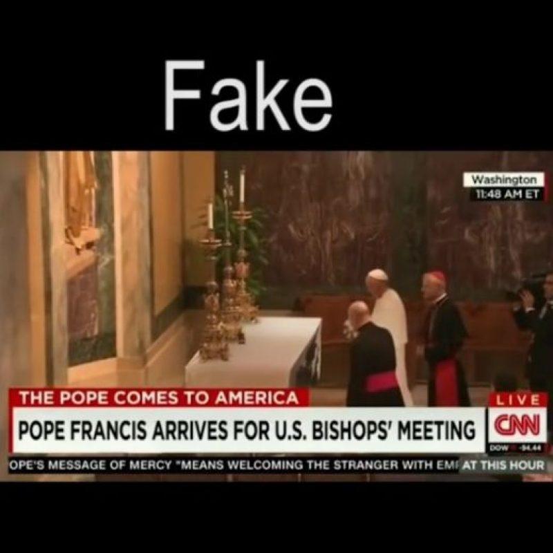 Circula un video en Internet donde el pontífice realiza un truco impactante a media misa, sin embargo, por muy real que parezca, es totalmente falso. Foto:Vía Youtube