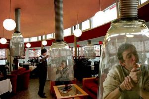"""5. Falsa noticia de que en Estados Unidos un Mc Donalds introduciría """"marihuana amistosa"""" y colocaría estructuras especiales para estos usuarios. Foto:Vía Waffles at Noon"""