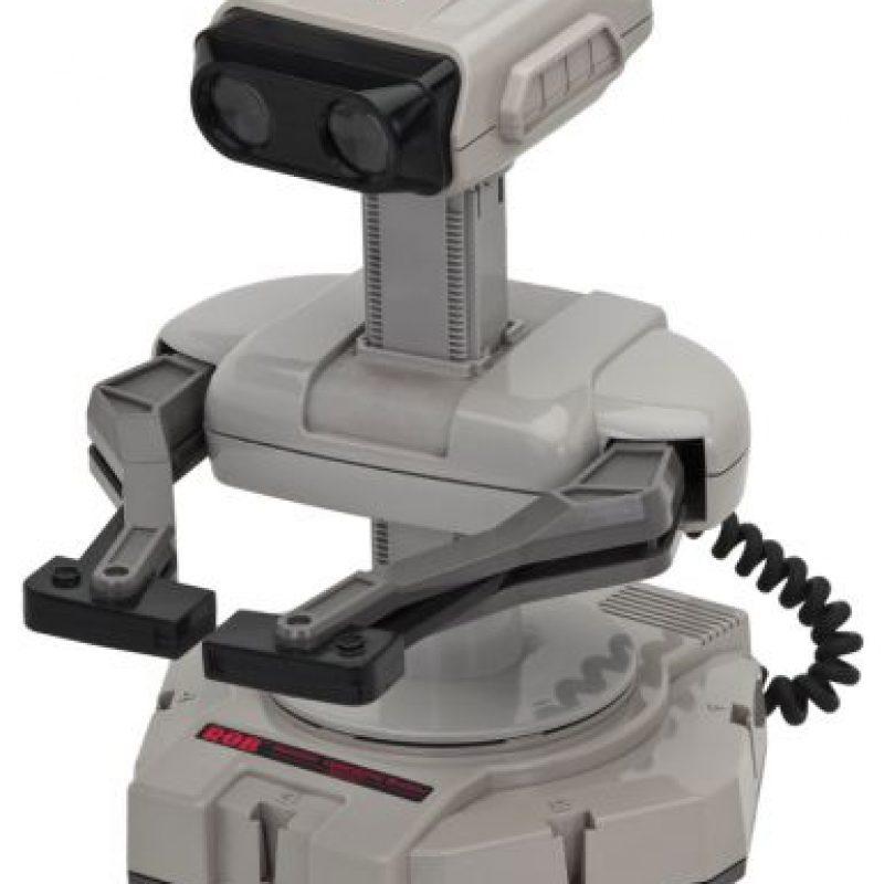 """R.O.B. (Robotic Operating Buddy) se ha convertido en un clásico de la historia de los videojuegos, pese a que sólo funcionaba con dos juegos """"Gyromite"""" y """"Stack-up"""". Foto:Nintendo"""