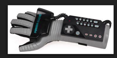 Power Glove de SNES, fue una gran idea mal aplicada, ya que este mando provocó más de un dolor de cabeza para poder controlar los juegos correctamente. Foto:Nintendo