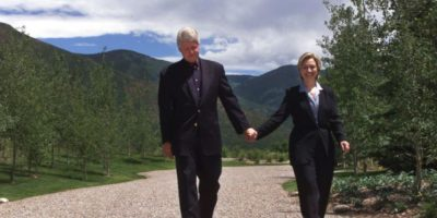 La pareja presidencial en Aspen, Colorado, en julio de 1999. Foto: Getty Images