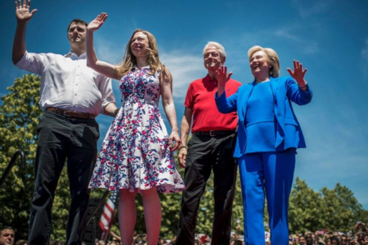 Los Clinton: Bill, Hillary, Chelsea y Marc Mezvinsky, en el parke Four Freedoms, en Nueva York. 31 de junio de 2015. Foto: Getty Images