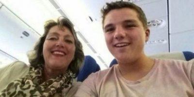 Gary Slok y su madre Petra, en el avión MH17 de Malaysia Airlines que explotó en el aire. Foto:Twitter.com – Archivo