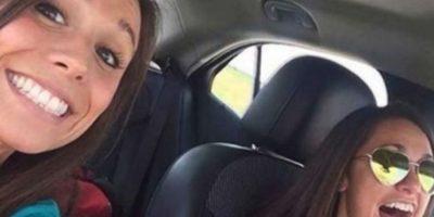 Collette Moreno se tomó una selfie con su amiga. Iban camino a su despedida de soltera. Chocaron contra otro auto y ella murió. Foto:Twitter.com – Archivo