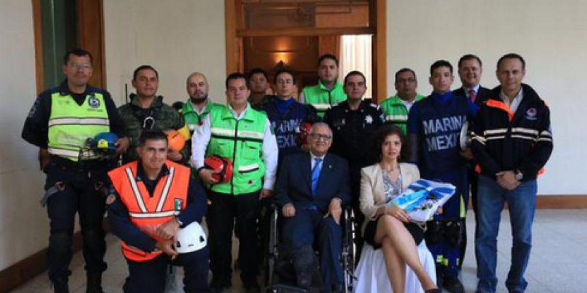 Reconocen apoyo de rescatistas mexicanos en El Cambray