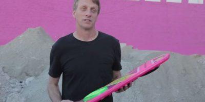 Un supuesto video mostraba a Christopher Lloyd, el skater Tony Hawk y al cantante Moby desplazarse sobre un monopatín volador. Foto:HUVrTech